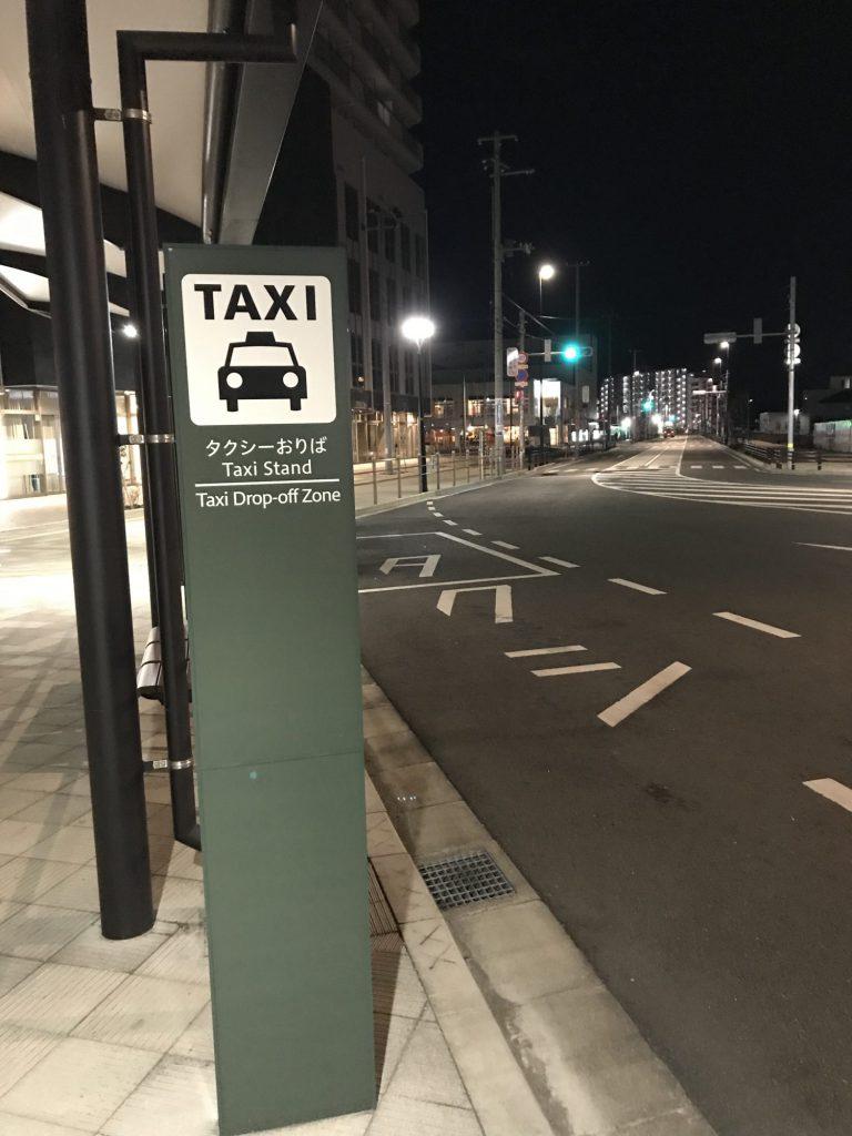 タクシーのいないターミナル駅